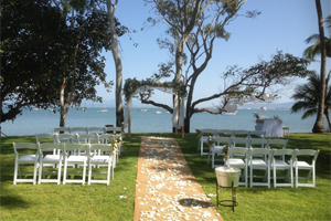 Beach wedding on Magnetic Island