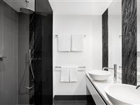 1 Bedroom Apartment Bathroom - Peppers Gallery Canberra