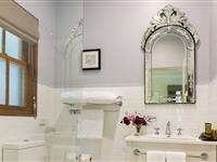 Highland King or Queen Bathroom - Peppers Manor House