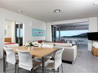 3 Bedroom Living with View - Peppers Airlie Beach