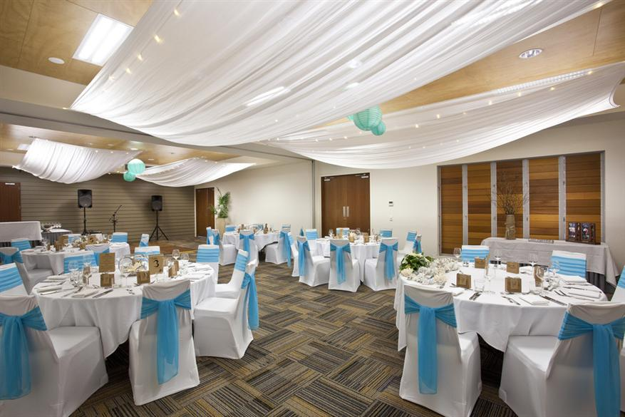 round table setup wedding reception