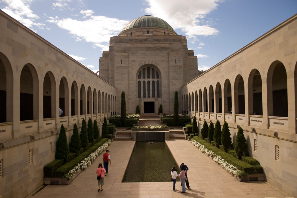 Visit muesems and galleries in Canberra